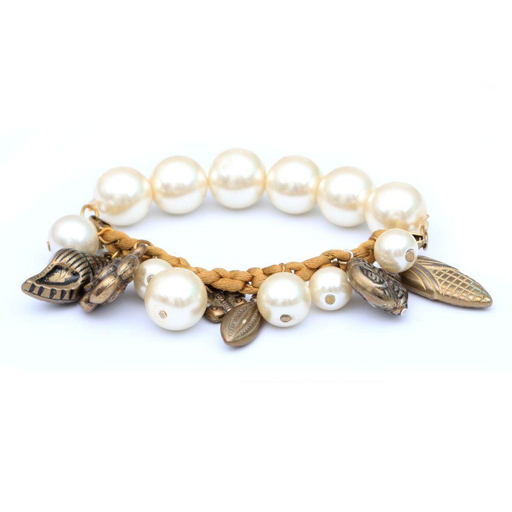 Pretty pearls bracelet