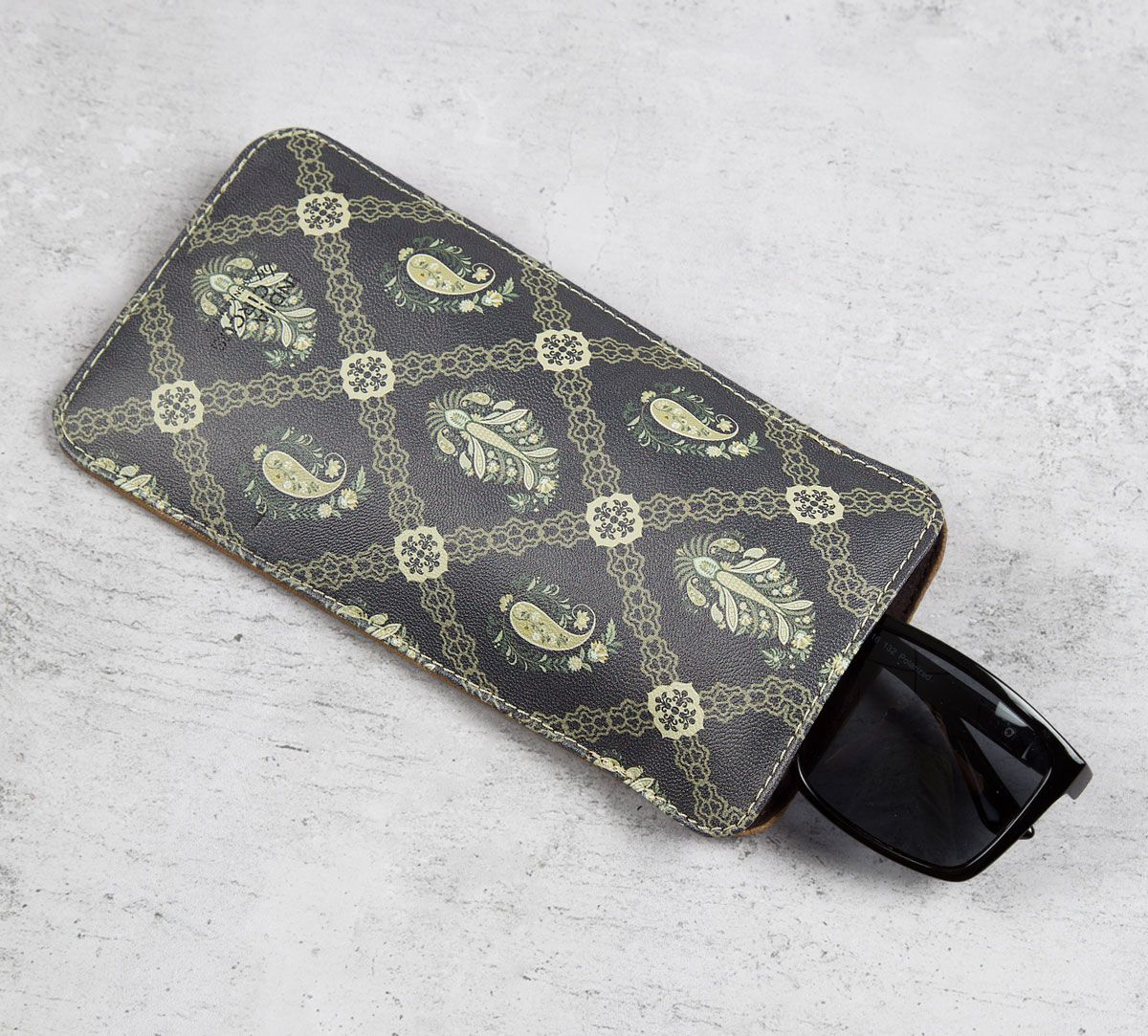 Feathers of Twilight Spectacle Case
