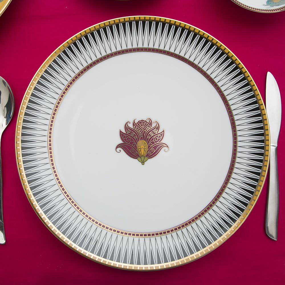 Aquarium Of Flowers Dinner Plate-13415.jpg