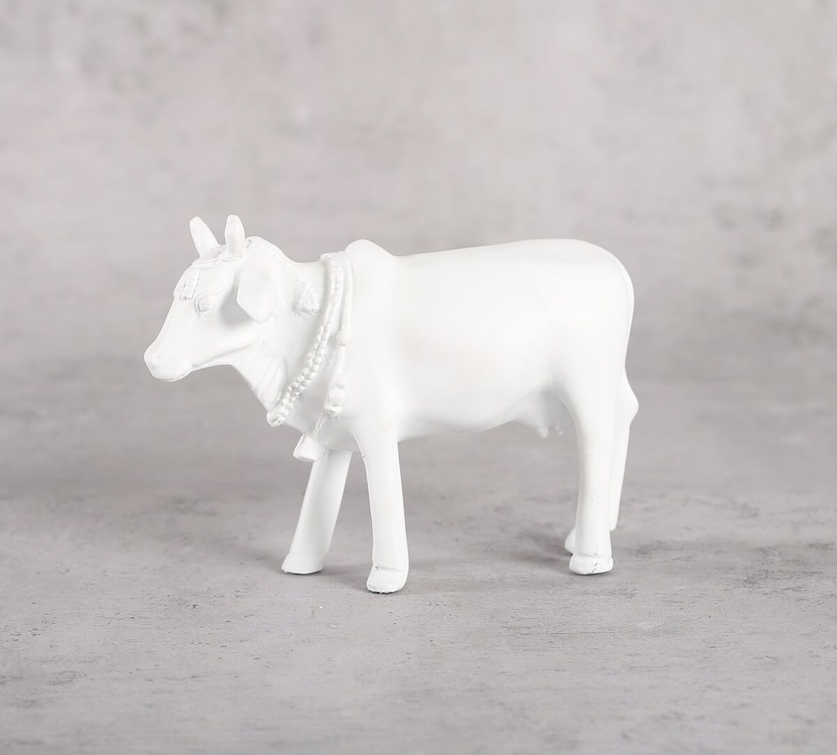 India Circus Snow White Cow Figurine